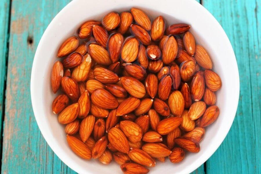 The Health Benefits Of Soaked Almonds
