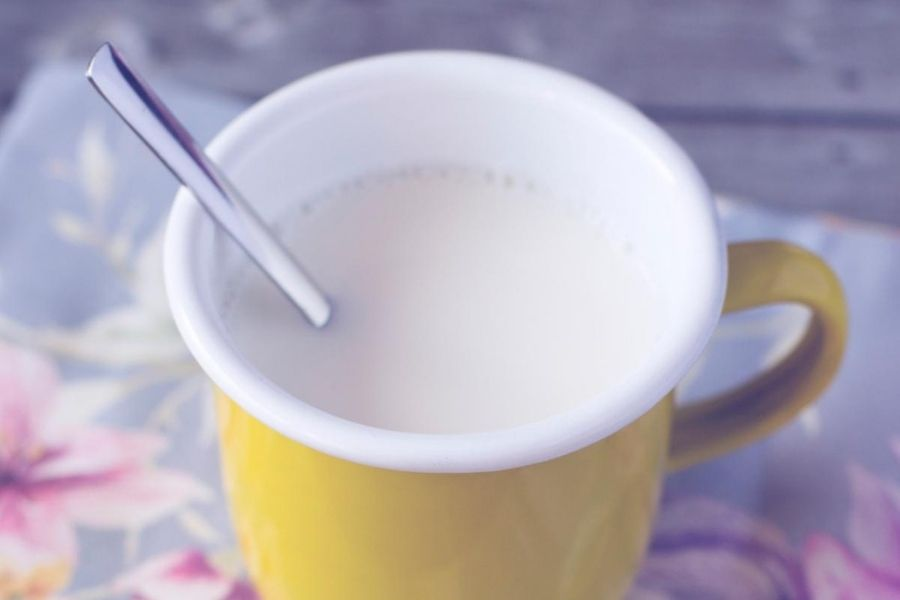 Is It Healthy To Drink Milk Before Bed?